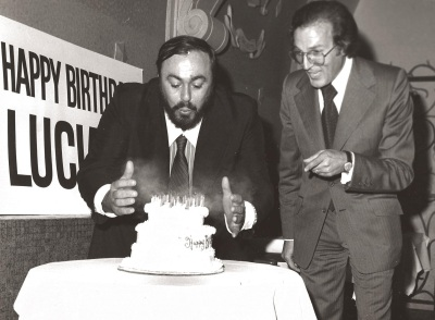 Pavarotti-Celebrating-his-53rd-birthday-October-12-1988.